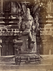 Dvarapala sculpture at entrance to Jalakanteshvara temple at Vellore